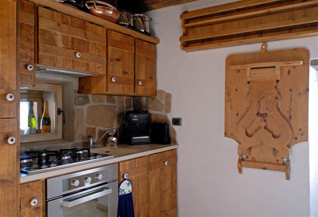 un esempio di lavandino in graniglia per cucina. top per ...